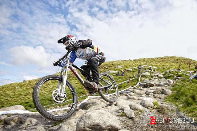extreme-downhill-mountain-bikes-l-ed89d58343fae863