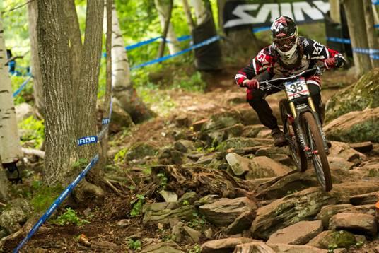 mountain-bike-in-race